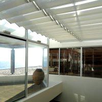 Jaluzele acoperis actionate manual sau electric